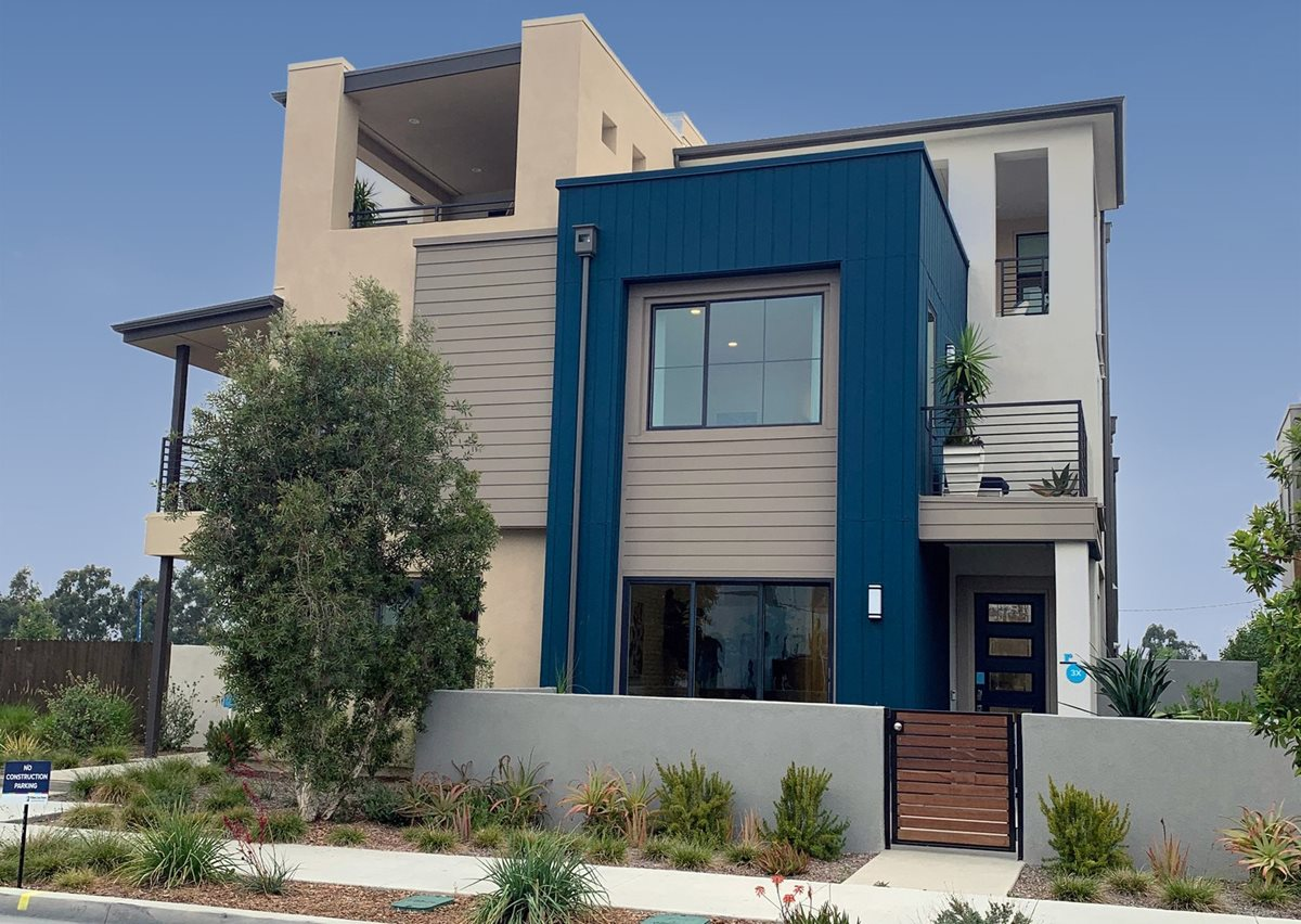 asymmetric contemporary house design featuring many exterior materials